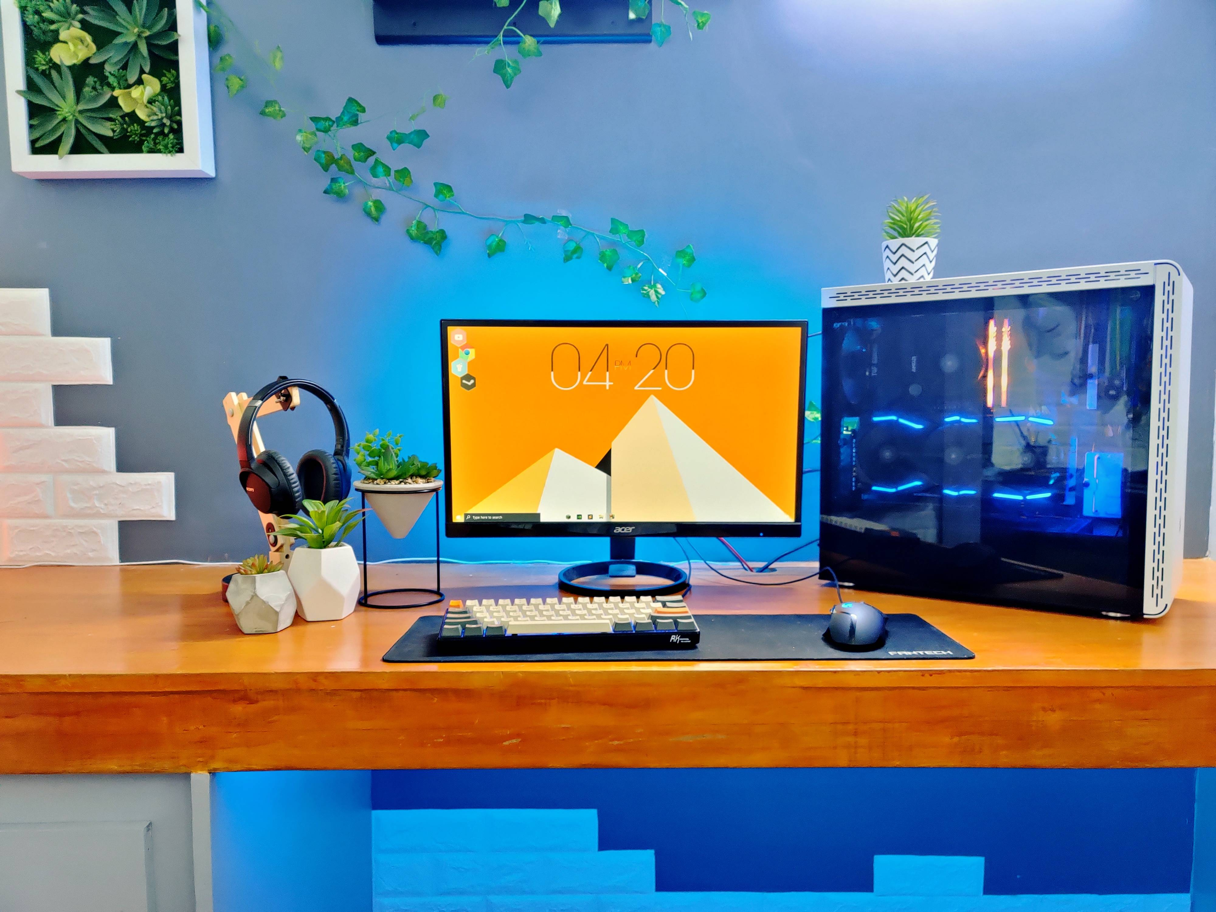 SteveNugget's Setup - School and Gaming Setup | Scooget