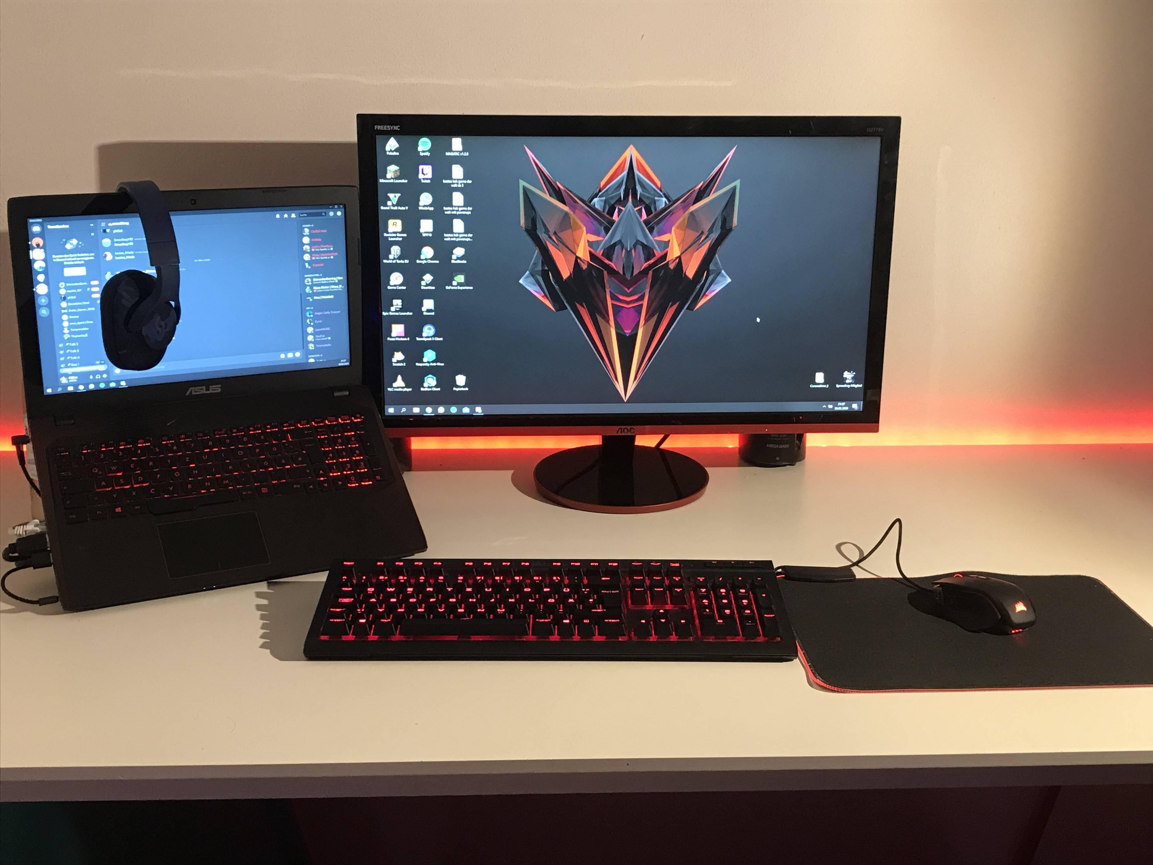 Moehre8427's Setup - Black and Red laptop setup | Scooget
