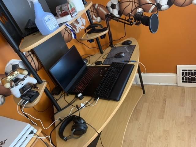 ianryan's Setup - ASUS TUF Gaming   Scooget