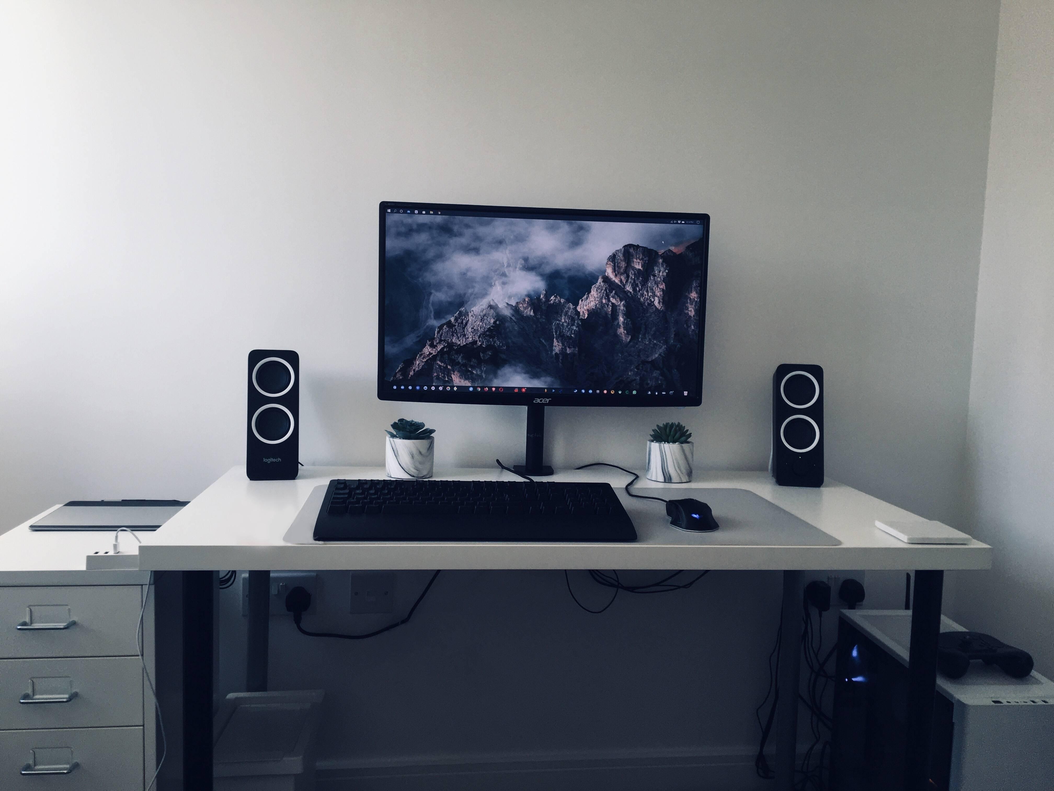 MisterYorkie's Setup - Just moved in - New desk arriving soon  | Scooget
