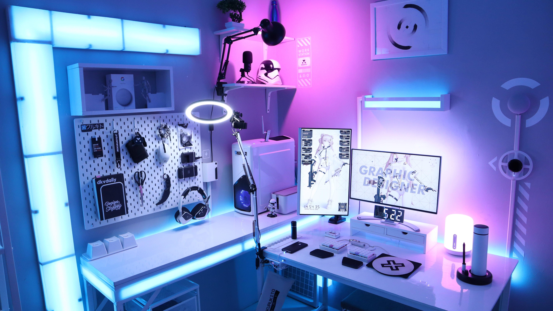 mekurukito's Setup - Futuristic Workstation Setup | Scooget