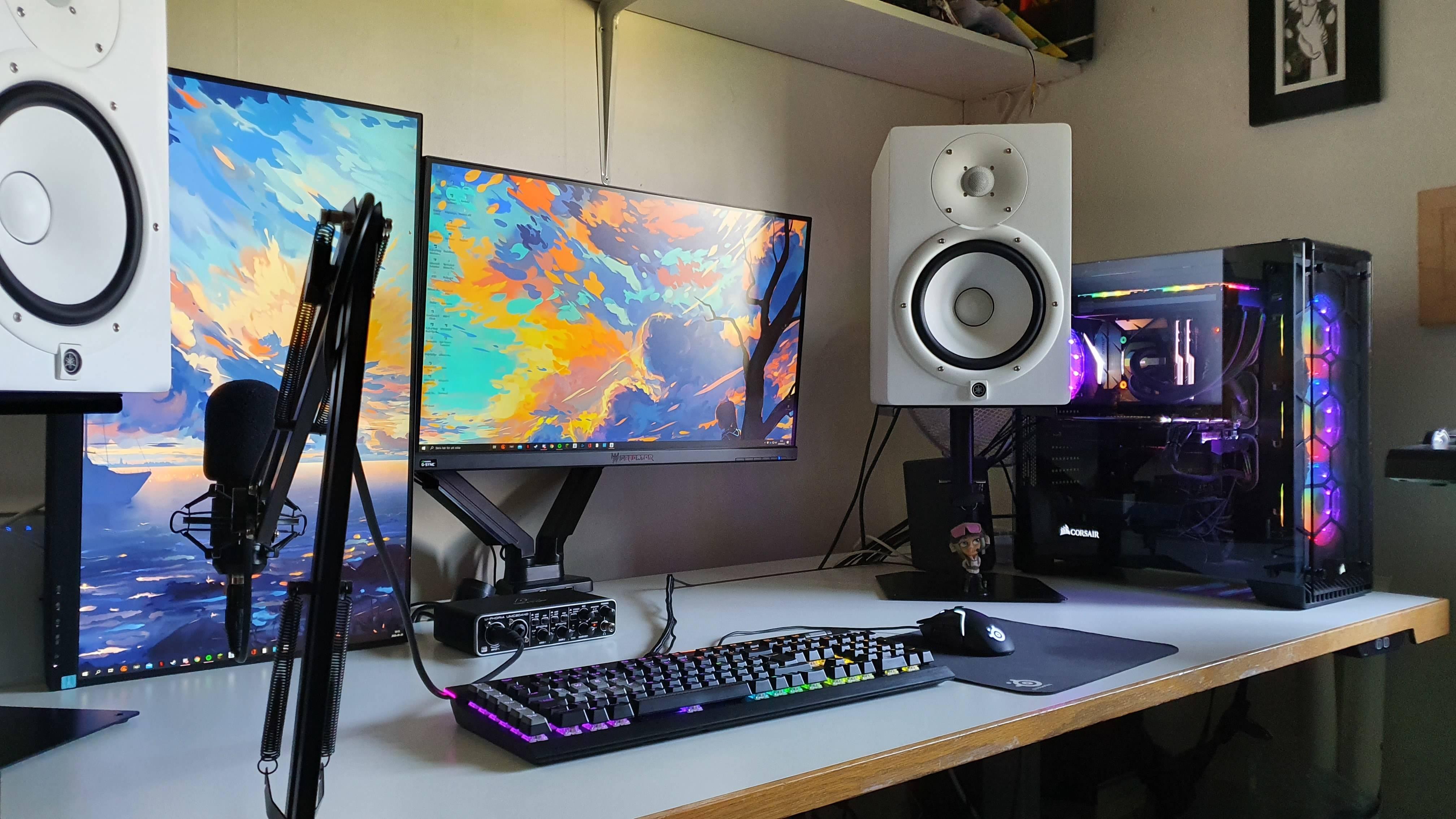 ViggoLuke's Setup - Clean dual monitor setup | Scooget
