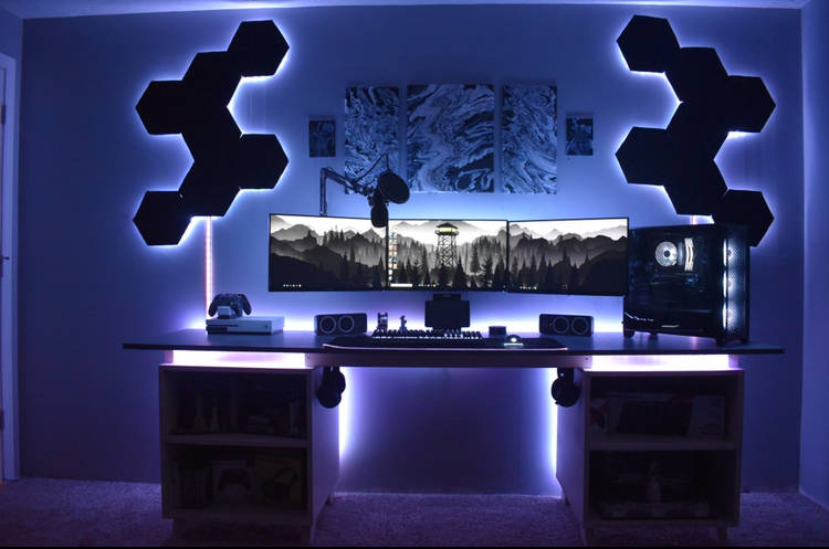 kennethbranowic's Setup - Triple monitor battle station  | Scooget
